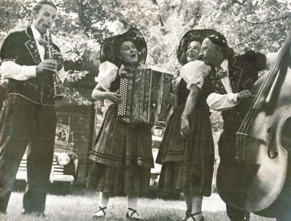 Swiss Family Fraunfelder Com/Tunes